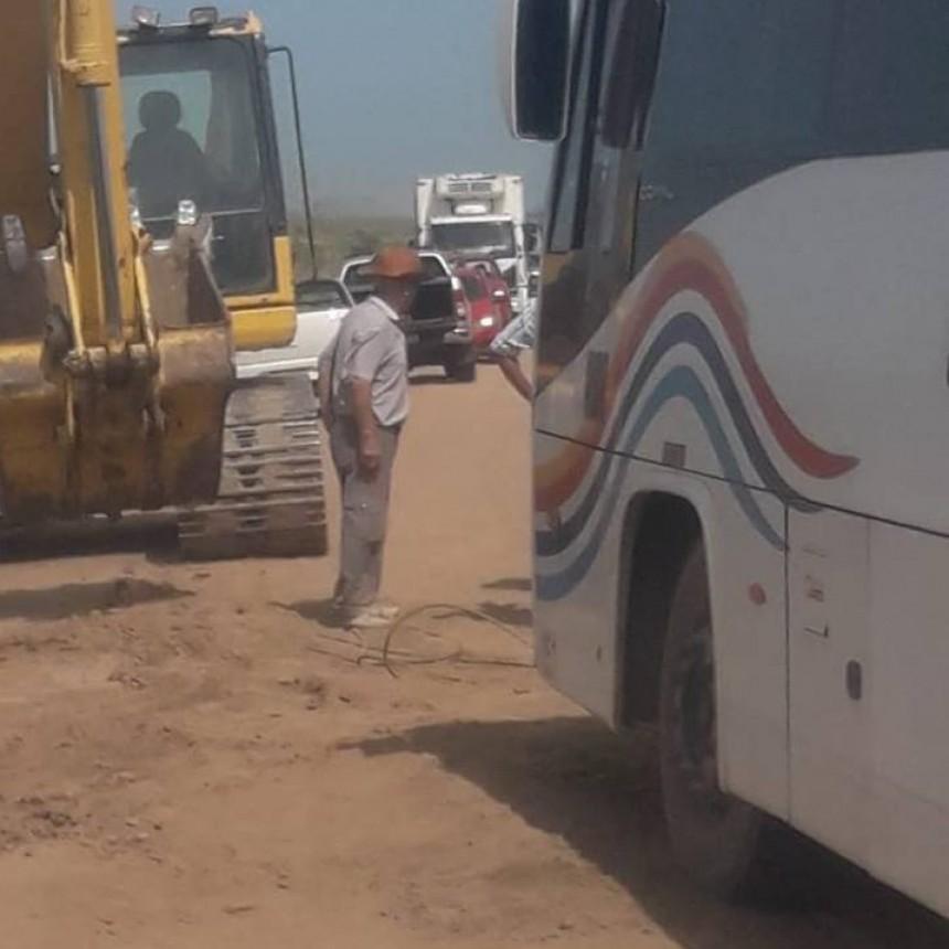 COLECTIVO DE LEP VARADO EN CAMINO RURAL