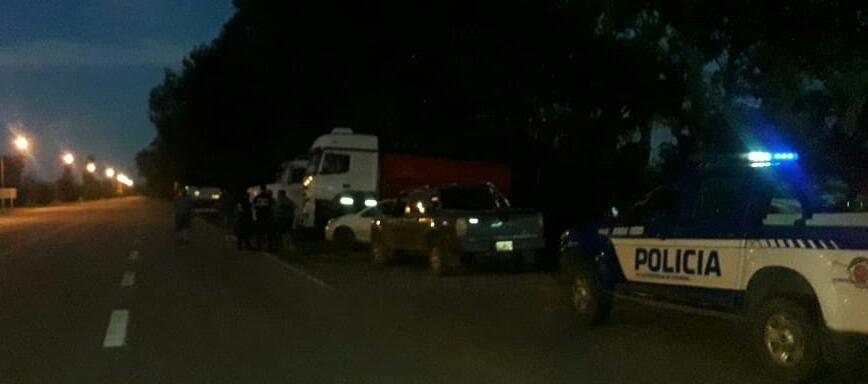 CAMIONEROS DE MONTE MAÍZ SE SUMAN A LA PROTESTA