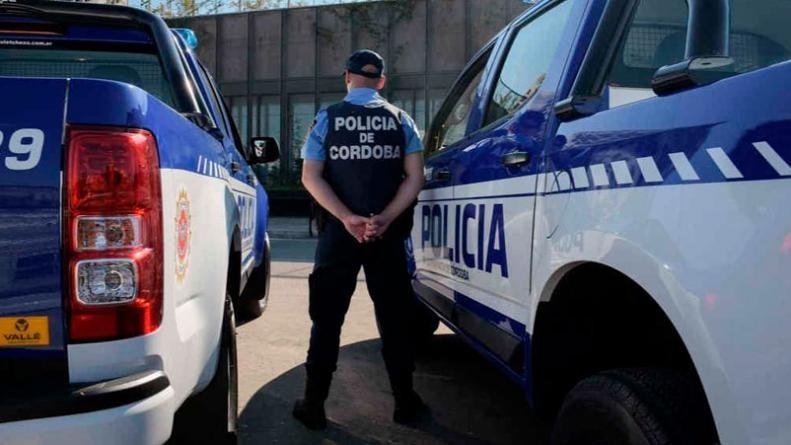 PROHÍBEN USO DEL CELU A POLICÍAS DE SERVICIO
