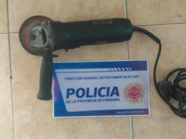 POLICÍA DE CANALS RECUPERÓ AMOLADORA ROBADA