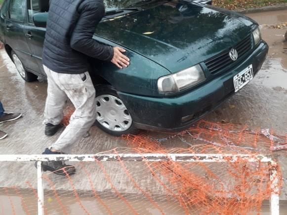 CONDUCTOR DE AUTO NO ADVIRTIÓ CORTE DE CALLE