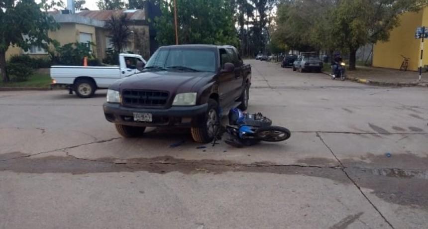 ACCIDENTE ENTRE MOTO Y CAMIONETA EN B° MONTERREY