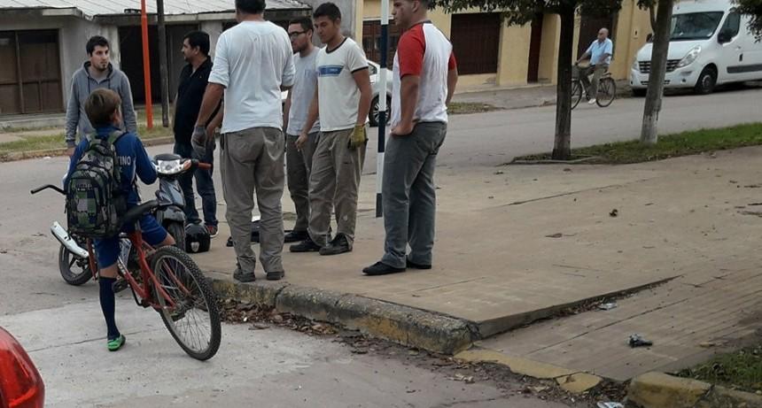 JOVEN CAYÓ DE LA MOTO