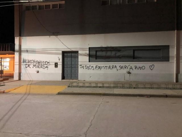 PINTADAS EN LOS MUROS DEL COLEGIO PRESBÍTERO GIRULA