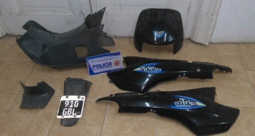 CANALS: POLICÍA RECUPERÓ KIT DE PLÁSTICOS DE MOTO