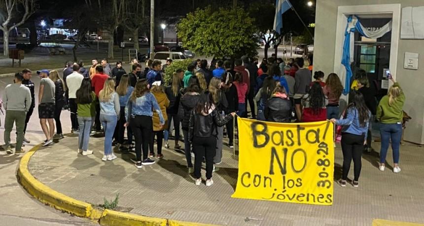 PASCANAS: CARAVANA Y BOCINAZOS POR LAS MULTAS