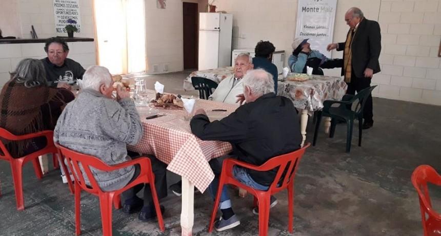 COMEDOR DE DÍA EN EL SALÓN DE ACCIÓN SOCIAL