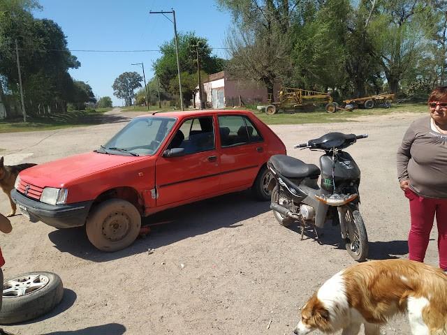 ACCIDENTE DE AUTO Y MOTO EN COLONIA BARGE