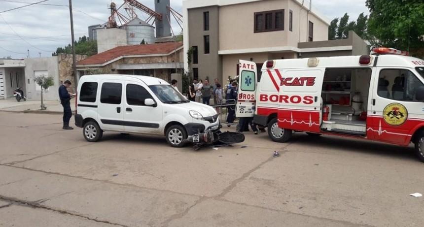 CHOQUE EN B° GOBATO: KANGOO Y MOTO