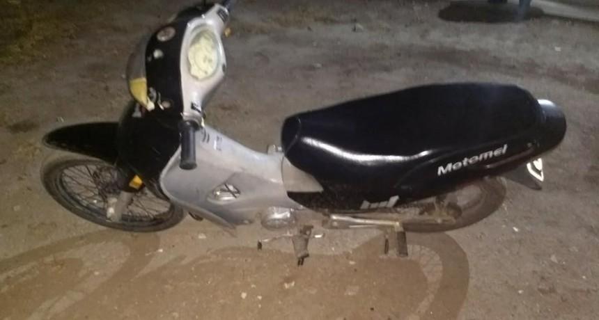 MOTOCICLISTA CIRCULABA SIN CASCO EN EL CENTRO