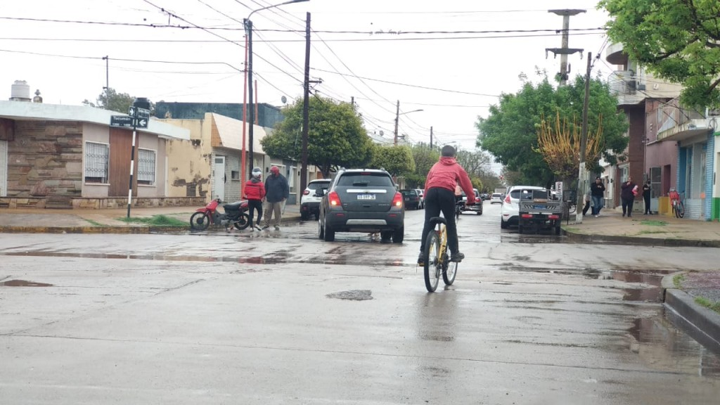 CHOQUE ENTRE AUTO Y MOTO EN EL CENTRO
