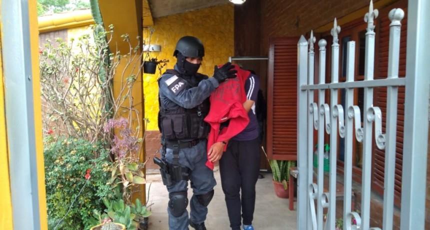 POLICÍA DETENIDO POR COMERCIALIZACIÓN DE DROGAS