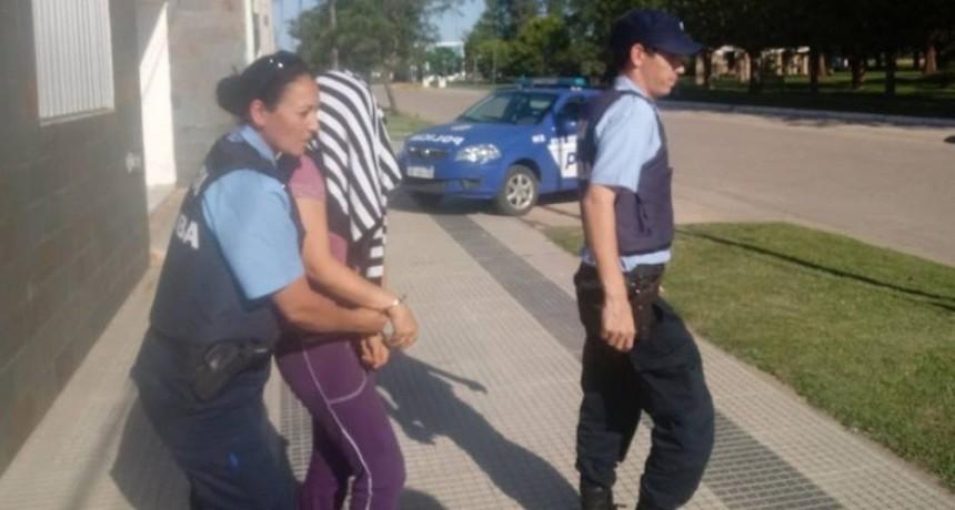 MAESTRA ACUSADA DE CORRUPCIÓN DE MENORES DETENIDA