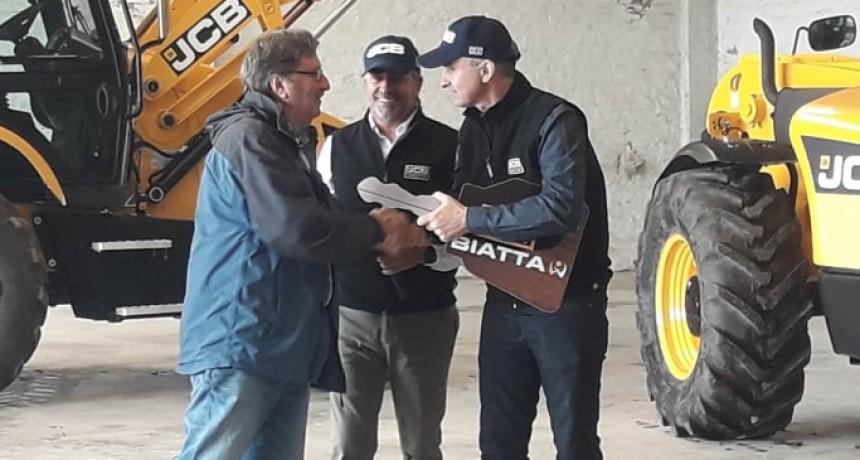 BIATTA JCB S.A. ENTREGÓ MAQUINARIA AGRÍCOLA