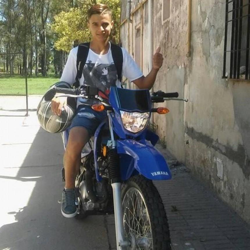 ESCALANTE: JOVEN MOTOCICLISTA CHOCÓ CONTRA UN ÁRBOL