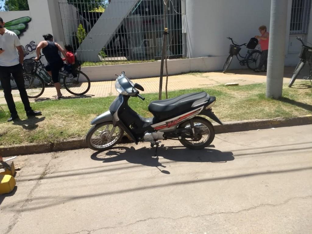 MOTO MAL ESTACIONADA TERMINÓ EN EL CORRALÓN