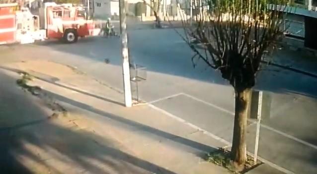 SE SALVÓ DE SER EMBESTIDO POR UN AUTOBOMBAS